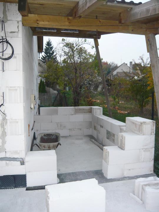Náš domček - konečne sa začal stavať sklad pri dome