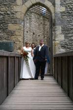 ještě před hradem už jako novomanželé