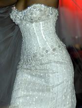 Najdrahsie svadobne saty na svete - $12 mil. Vysivane so 150 karatmi diamantov.