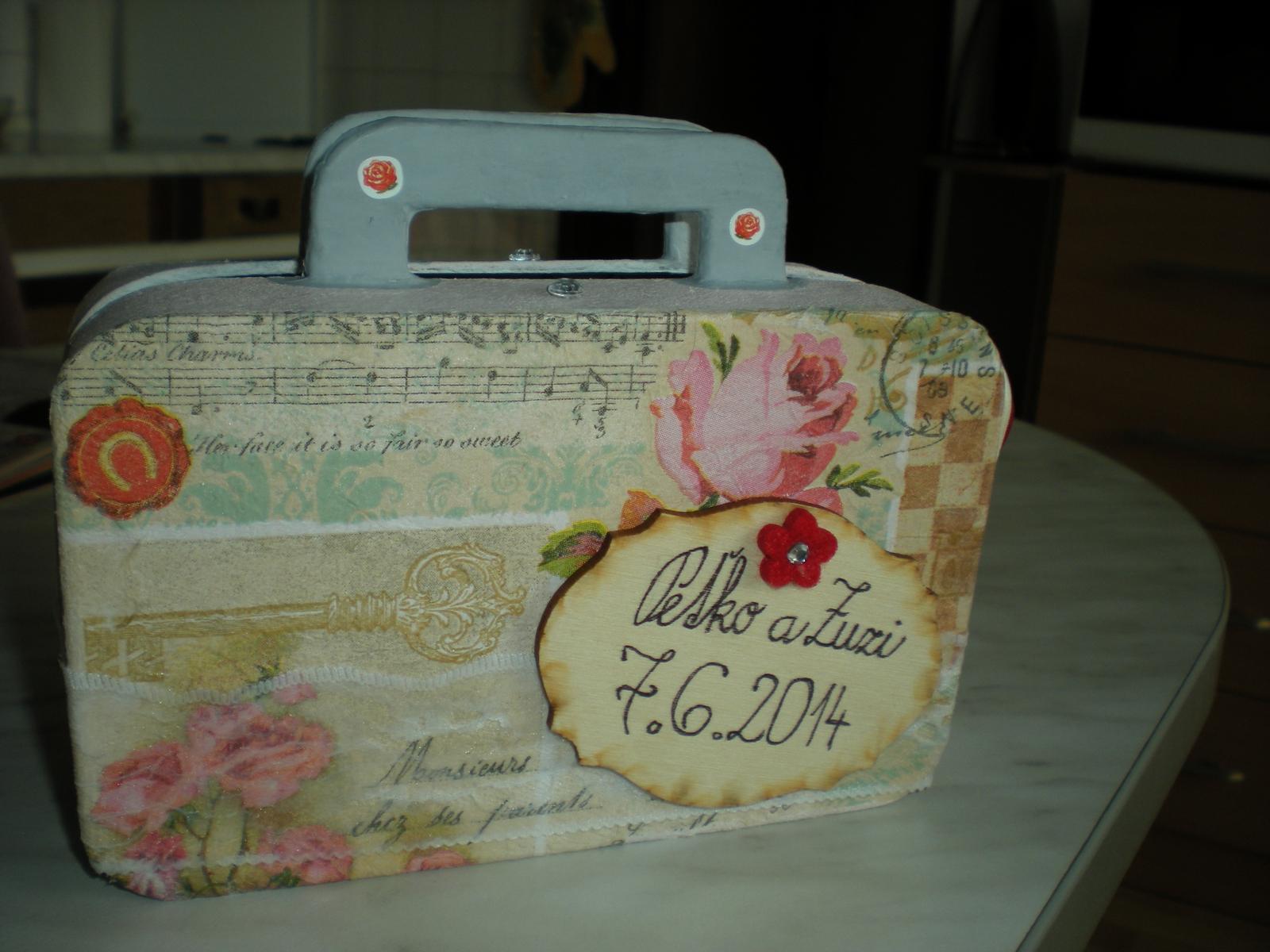 Moje, jeho a naše :) - na fotenie .. kufríček .. :)
