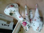 Kvetované lodičky, 40