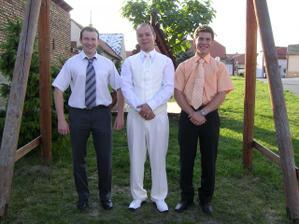 přítel svědkyně a brácha nevěsty