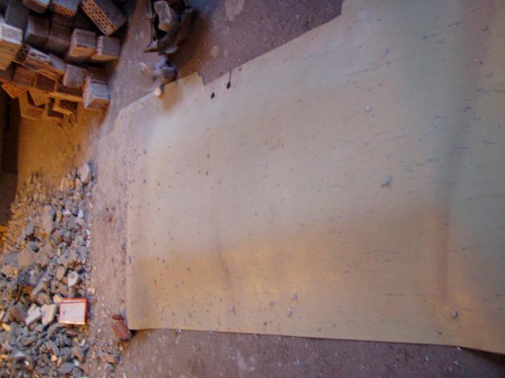 Mamičkina kupelka - zakrytý otvor = montážna jama v garáži + otvor na sypanie dreva a uhlia do kotolne