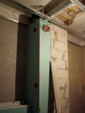 sadráč zákrýva rúru na odsávanie a ventiláciu