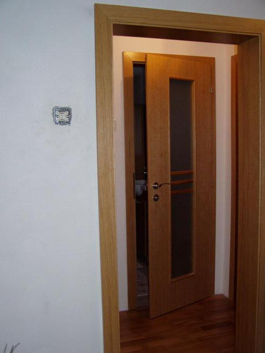 Mamičkina kupelka - zárubňa a dvere do kúpelky
