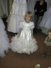 družička, byla nadšená, že bude taky princezna;o)