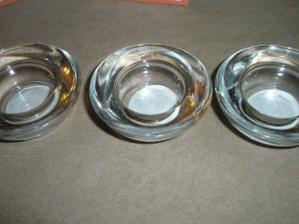 svícínky na stůl z Kiky, ještě mi chybí ta správná barva čajových svíček:o)