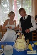 krájení dortu, který upekla Pepova maminka
