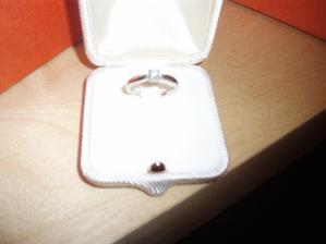 Zásnubní prsten s diamantem :-)