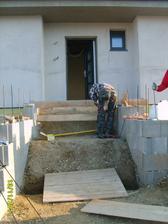 ...začali sa robiť schody...