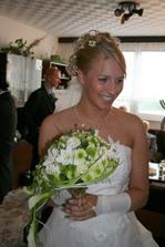 tady jsem si půjčila kytičku i s nevěstou,ale je nádherná...snad se podaří udlěat podobná