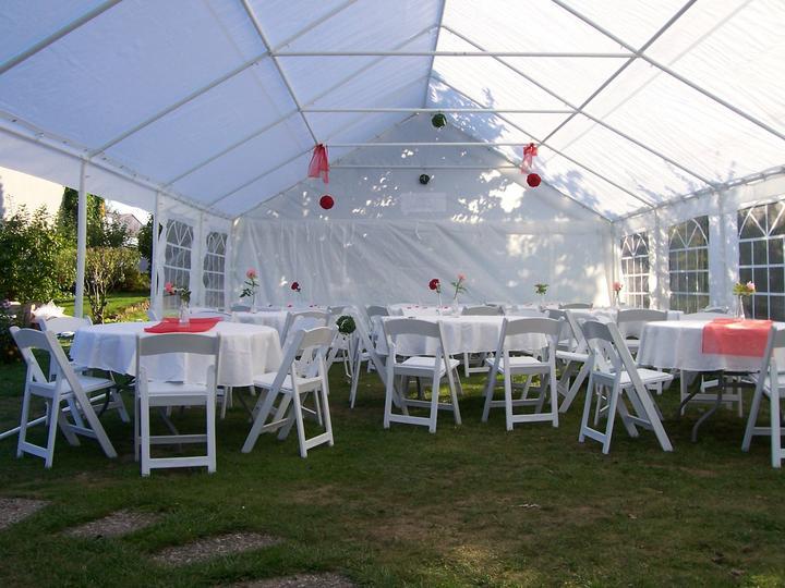 partystany - Ukázka našeho svatebního setu : Svatební stan 6x12m, kulaté stoly, kulaté ubrusy, bílé svatební židle, osvětlení