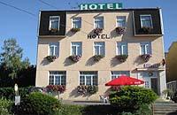 Hotel stojí sice u nádraží, ale je fakt kouzelný a vaří tam přímo mňamouzní jídla.