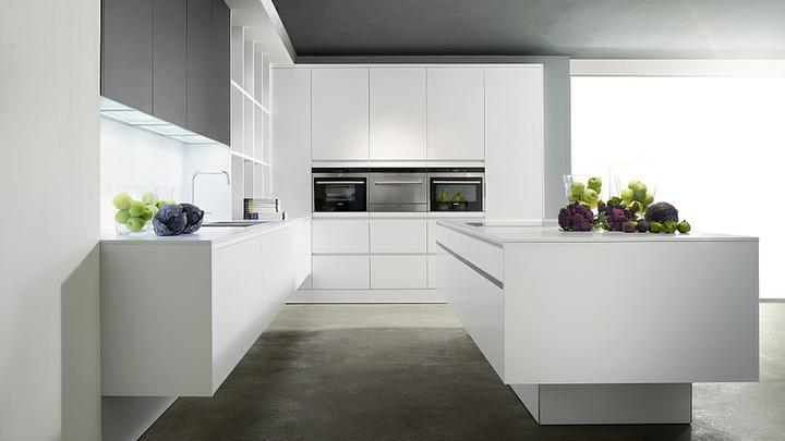 Kuchyna - biela, jednoducha, cista...