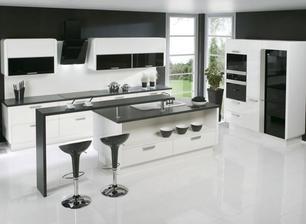 Kombinacia farieb - cierna zastena alebo stena - bala by som sa toho ale ta biela kuchyna potom uplne super vynikne !