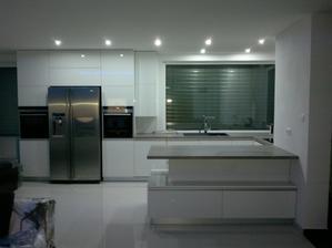 Zatial dalsia nudna biela kuchyna.... ale pockajte co bude zajtra!