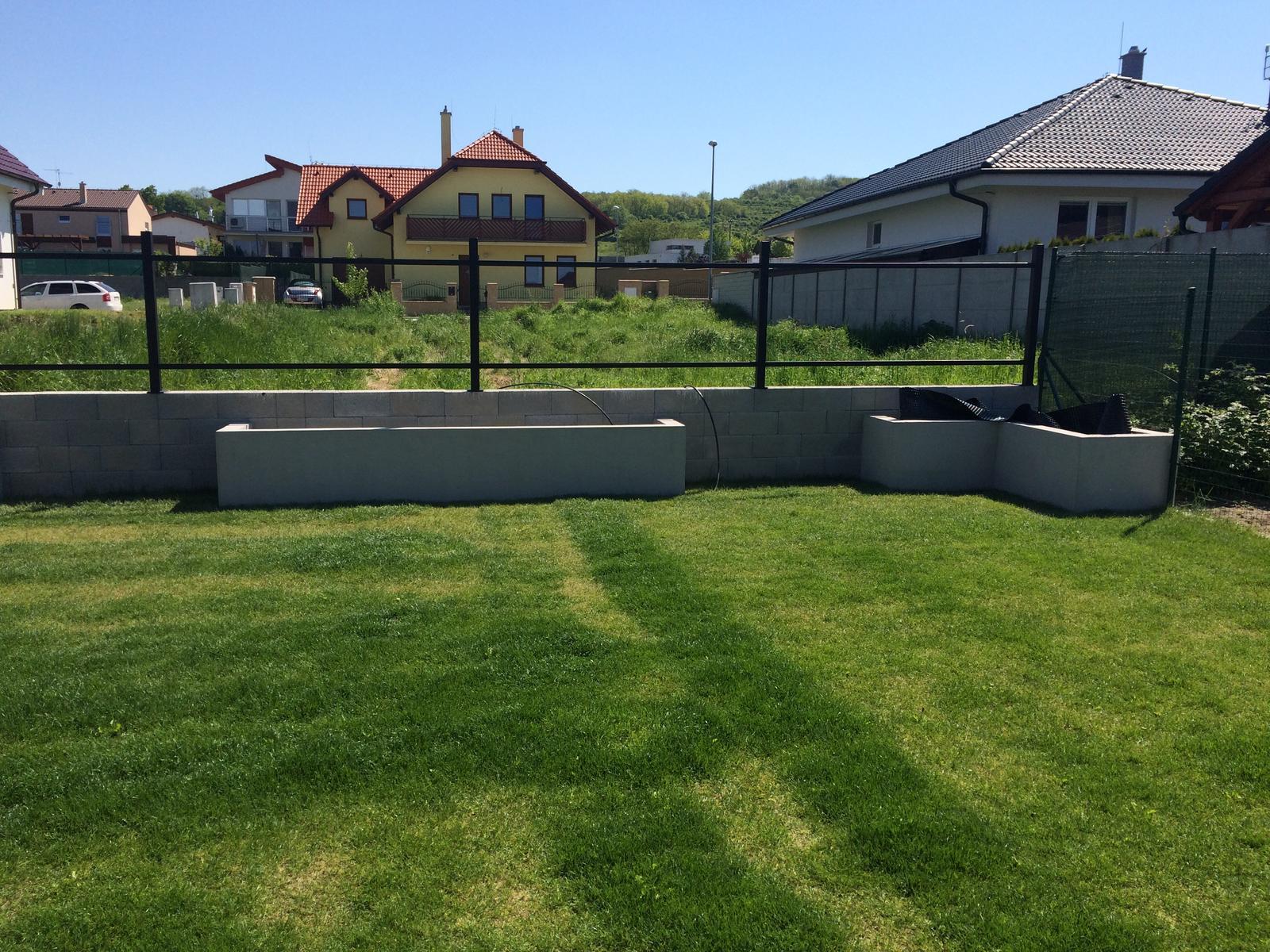 Zahradka - Konštrukcia plota natreta 3x