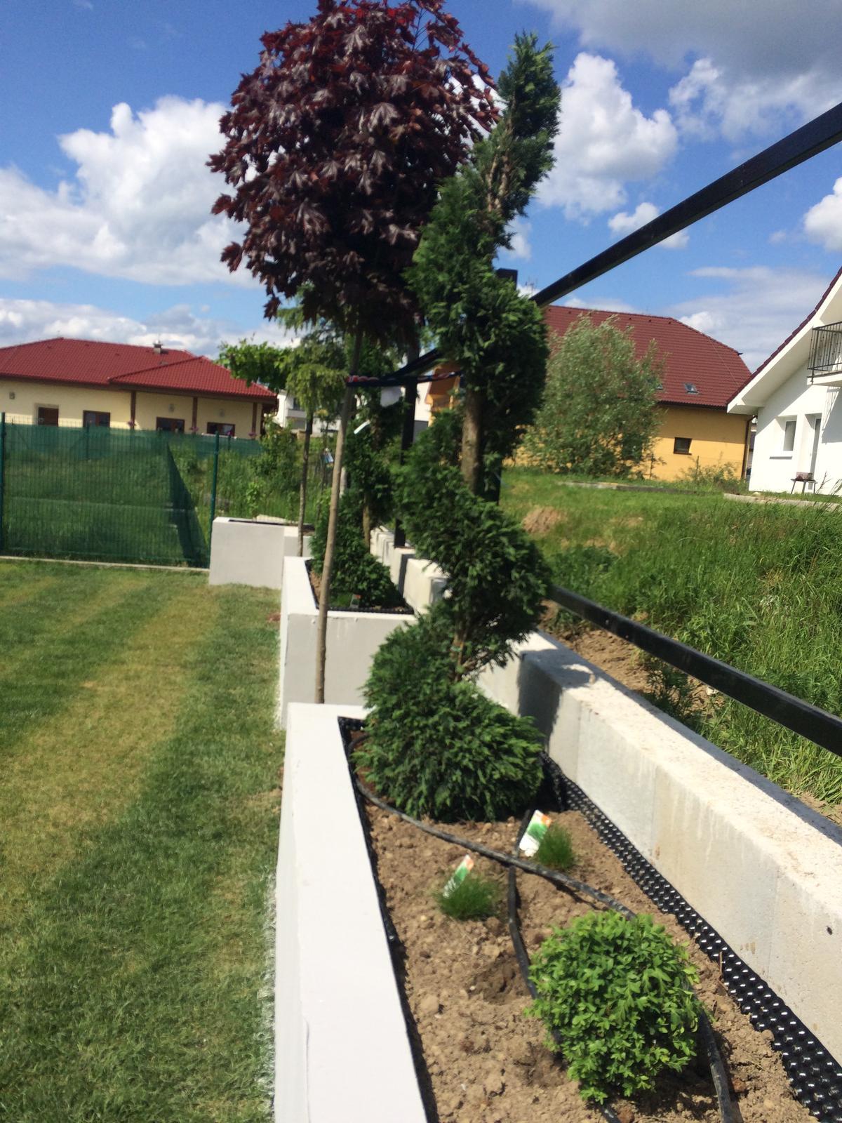 Zahradka - na zeminu pojdu biele kamienky