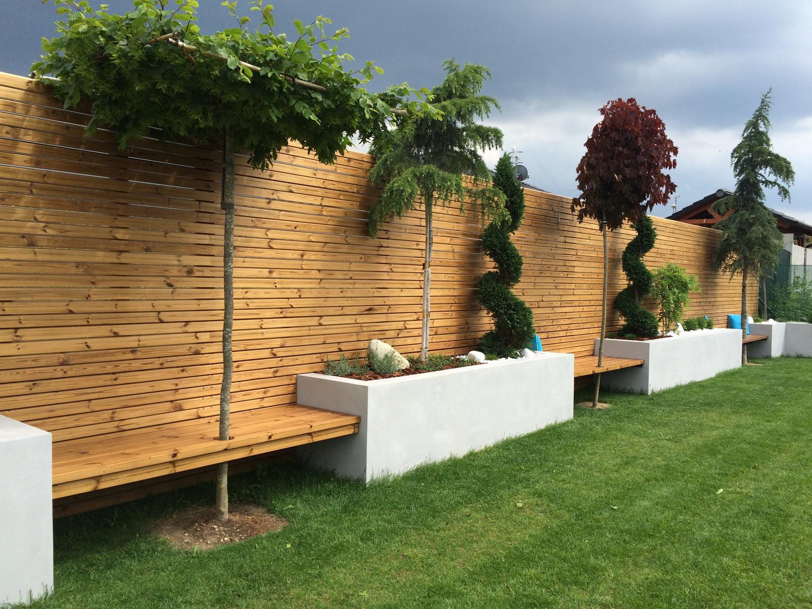 Zahradka - dokoncena lavicka
