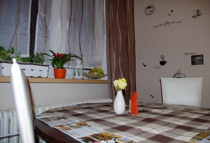 Nový kabát našehu bytečku - realizace :-) - na stěnu ještě chybí police na kuchařky
