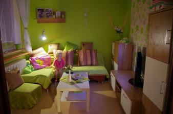 a tady je nás mini pidi obýváček, báli jsme se že bude moc malinkatý a je akorát :-) strašně krásně se v něm relaxuje