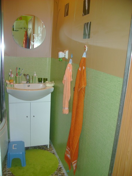 Nový kabát našehu bytečku - realizace :-) - koupelnička - miluju prostě svěží zelenou barvu :-D
