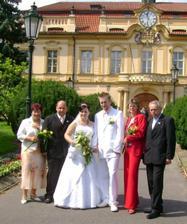 s rodiči před Libeňským zámečkem
