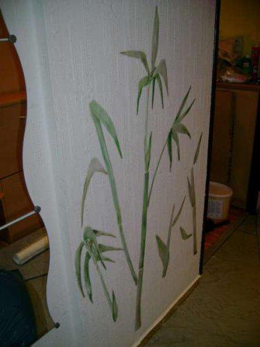 Náš malý byteček - už je to uděláno už je to hotovo :-) - bambus na těně v chodbě