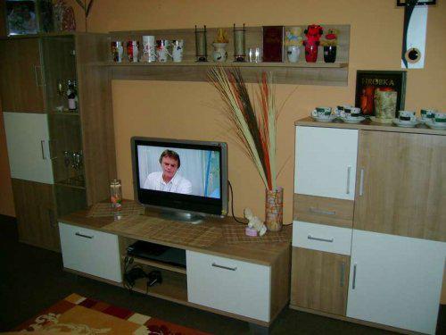 Náš malý byteček - už je to uděláno už je to hotovo :-) - naše úžasná stěna, jsme max spokojení
