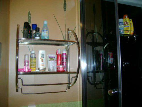 Náš malý byteček - už je to uděláno už je to hotovo :-) - police v koupelce