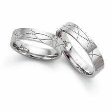 naše vysněné prstýnky (můj je trochu větší, ale nespadne:-(