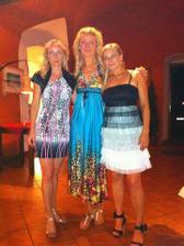 večerní párty a moje nej.kamarádky, jak jinak než blondýny :-)
