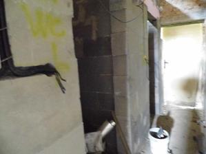 wc a technicka miestnost vzadu,dvere casom do pristavby:)