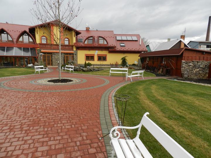 Dreamy day:)) - uzasna zahrada ktoru vyuzijeme,kedze svadba je v maji:))