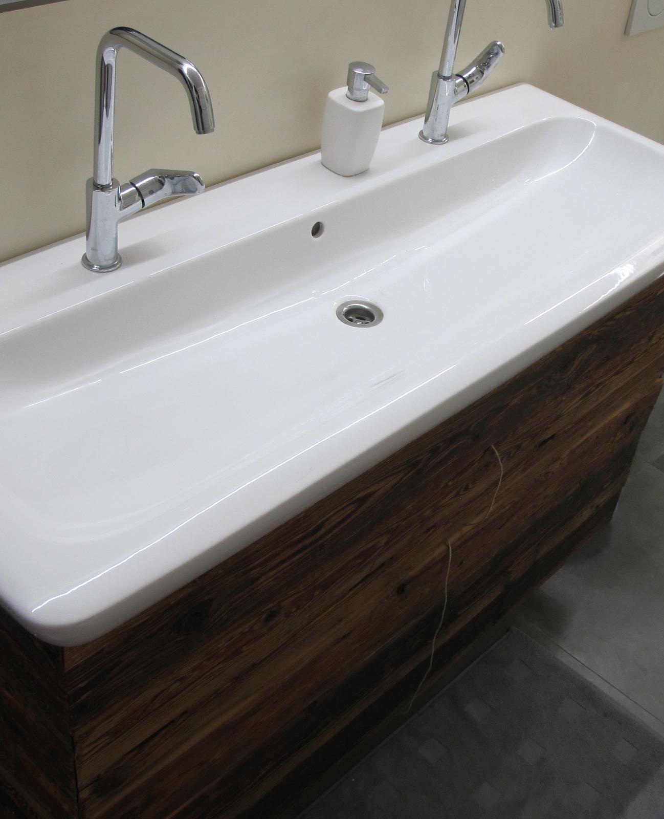 Koupelna s marockým štukem - Ještě chybí kožené úchytky :)