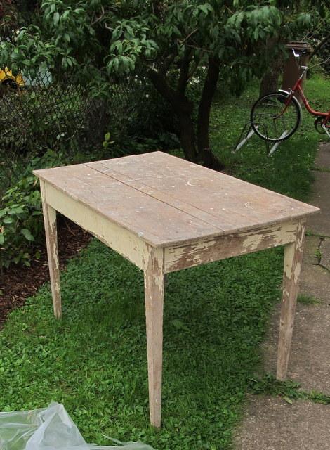 Staré věci v novém kabátě - starý stolek ze stodoly