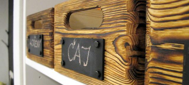 Staré věci v novém kabátě - Bedničky se štítkem s tabulovkou