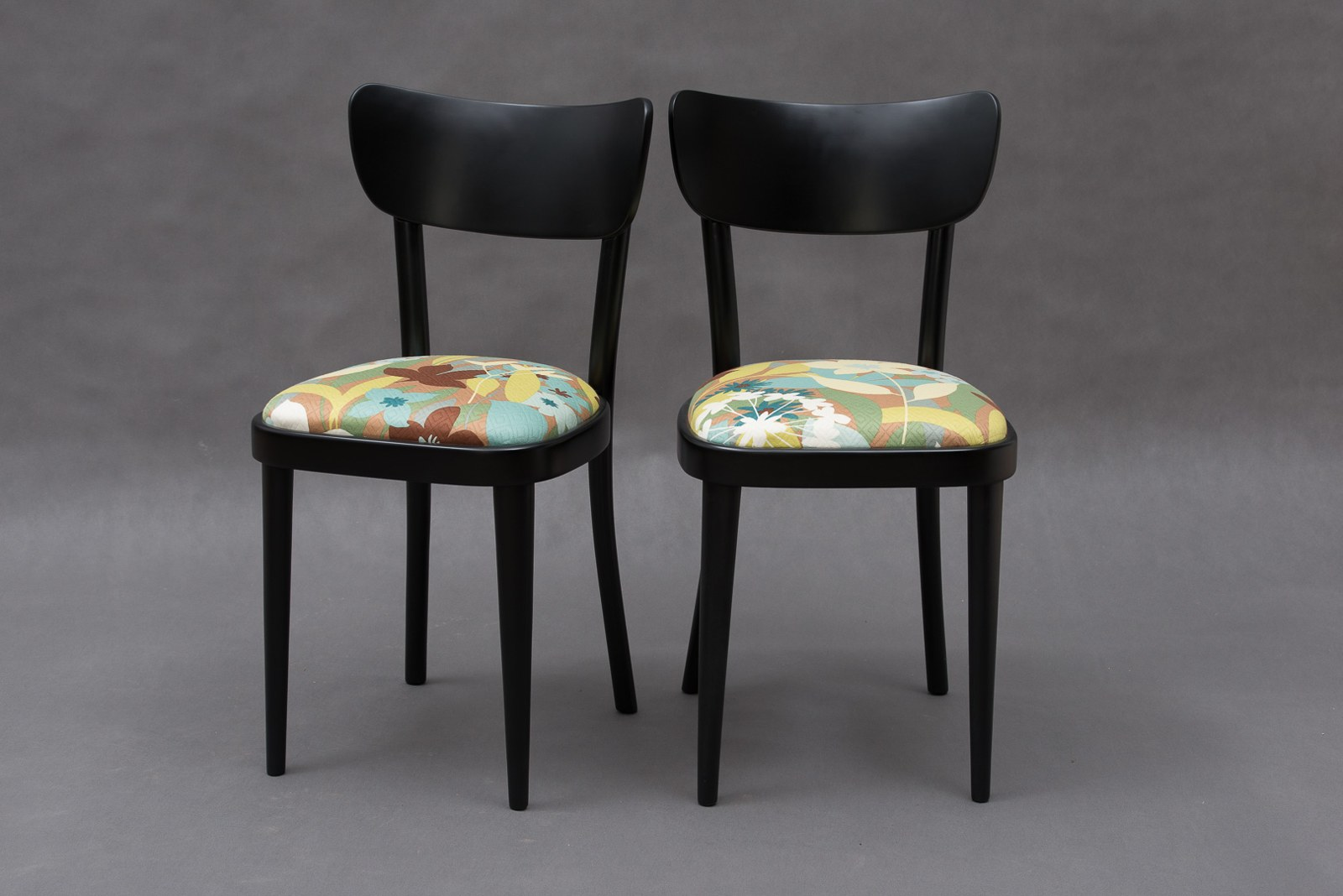 Obývák pro knihomoly - Takhle se budu snažit zrenovovat staré židle (fotka fler: charivari)