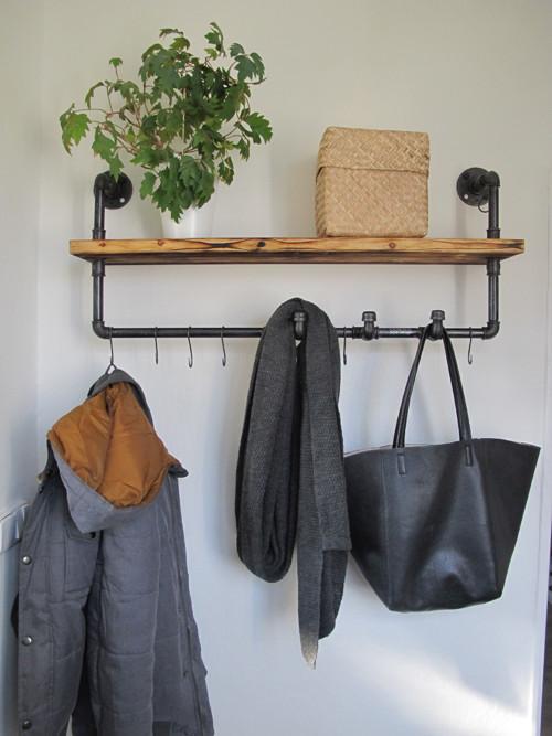 Staré věci v novém kabátě - konečně máme v předsíni věšák z trubek
