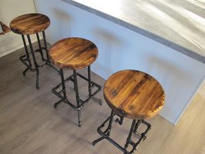 stoličky pro návštěvy i snídaně