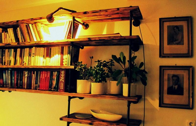 Obývák pro knihomoly - ..ještě ten kabel musi zmizet..schová se do trubky :)