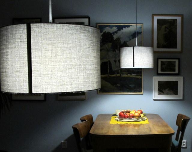 Obývák pro knihomoly - večerní lampy