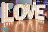 3D svetelný nápis LOVE Vintage štýl na prenájom,