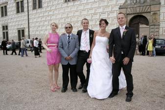 s tatínkem, bráškou a kamarádkou