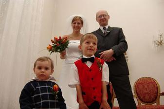 okamžiky těsně před svatbou, ti prcci jsou moji synovci