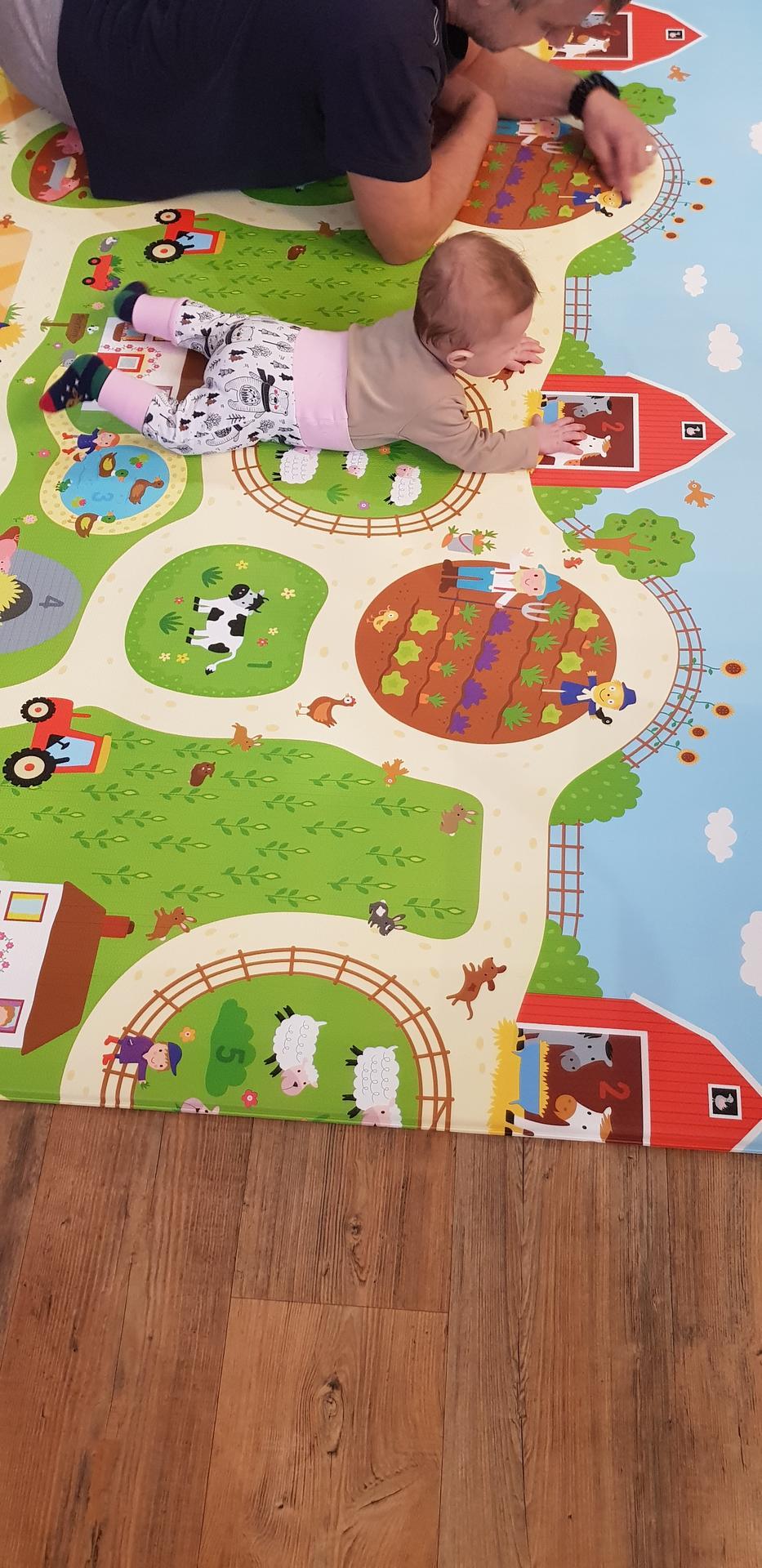 """Tak jsem poslala manžela do Brena, aby koupil nějaký kusový koberec do obýváku.... měl být málo barevný, třeba hnedý, žíhaný....myslím že to úplně trefil 😂😂😂 Kdo má malé dětičky- doporučuji ( je to taková paměťová """"pěnoguma"""" ) - Obrázek č. 1"""