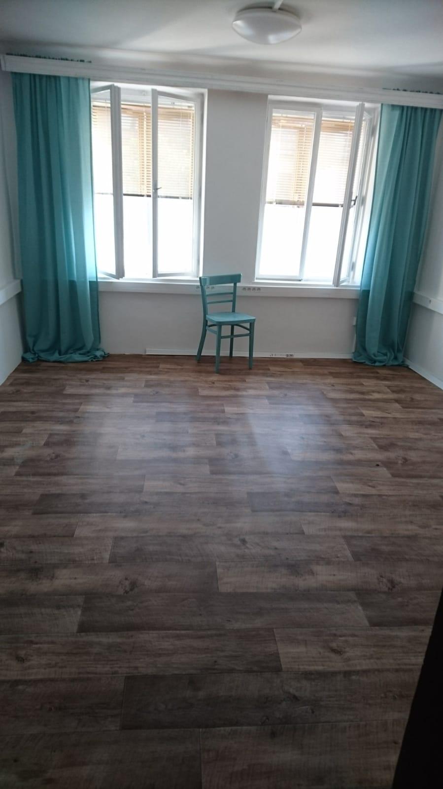 """Tak jedna místnost """" poléčená """" 😁 kdo zná, tak ví, že kancelář máme v podkroví u toho úžasného okna, teď ji stěhujem vedle na domeček - prostě dítě a kancelář doma nejdou dohromady 😂🙏 - Obrázek č. 2"""