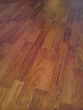 Detail podlahy ktorá je v celom byte