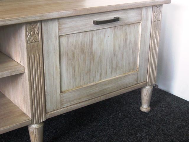 Vintage - detail skrinky s patinou