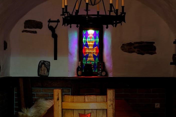 Miloslavova zem - vitraz v pivnici MZ